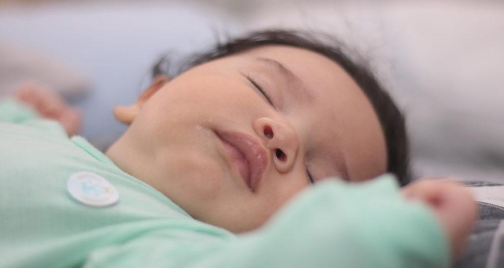 Le sommeil de bébé sur un matelas 60x120
