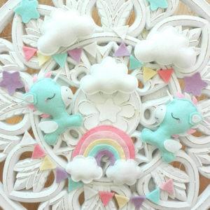 mobile licorne et arc en ciel