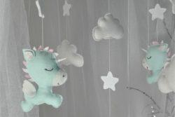 Mobile bébé licorne