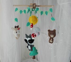 Mobile chambre de bébé animaux de la forêt