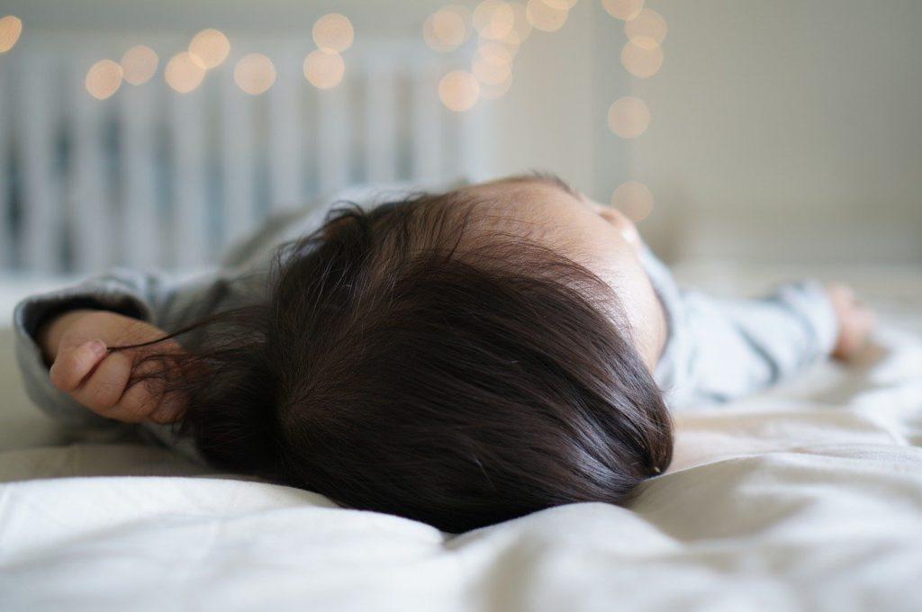 Le matelas bébé👶 anti tête plate ou anti-plagiocéphalie.
