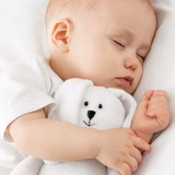 bébé dort sur un matelas bébé bio 60x120 bio