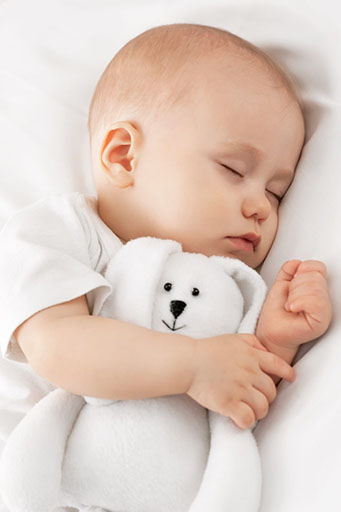 bébé dort sur un matelas bio