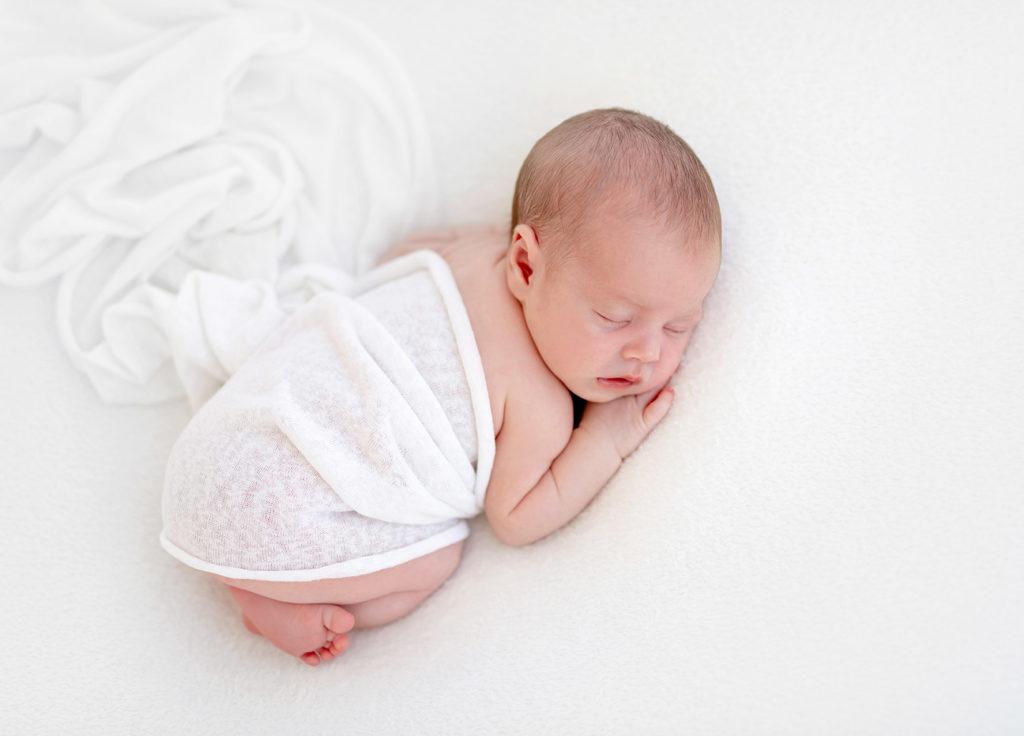 Que faire si mon bébé dort sur le ventre ?