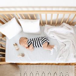 bébé dort sur son matelas 70x140 BIO
