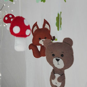 ourson mobile foret