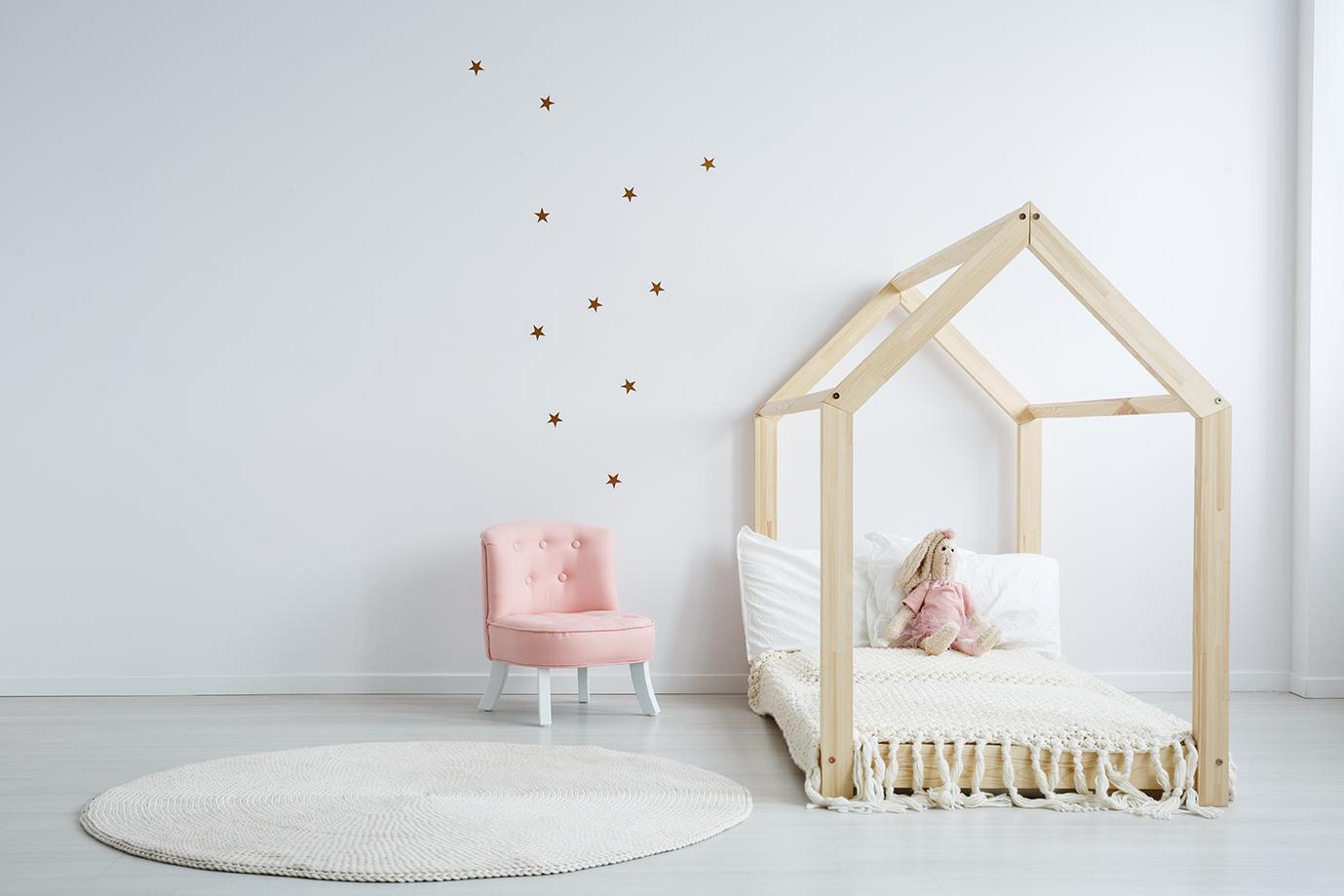 Le lit cabane de la chambre Montessori